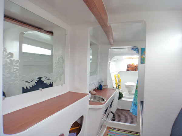 Starboard hull cabin with Head, bathroom
