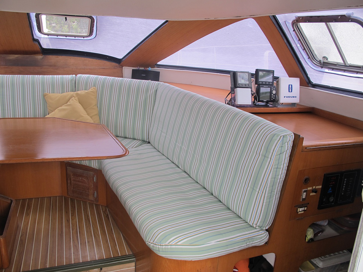 Salon_Starboard_Side1